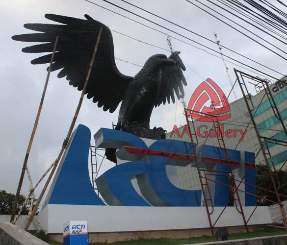 patung elang tembaga 04