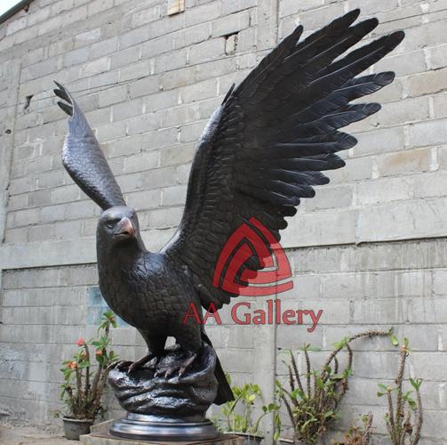 patung elang tembaga 29