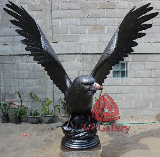 patung elang tembaga 30