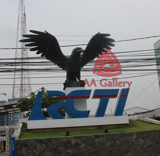 patung elang tembaga 32